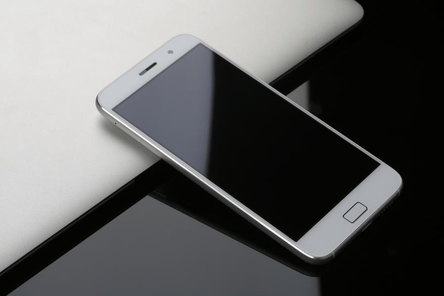 Samsung Galaxy J5 (2016) vs. Lenovo ZUK 1