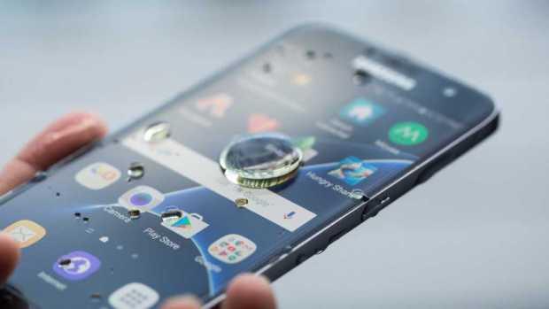 Samsung Galaxy S8 Active display