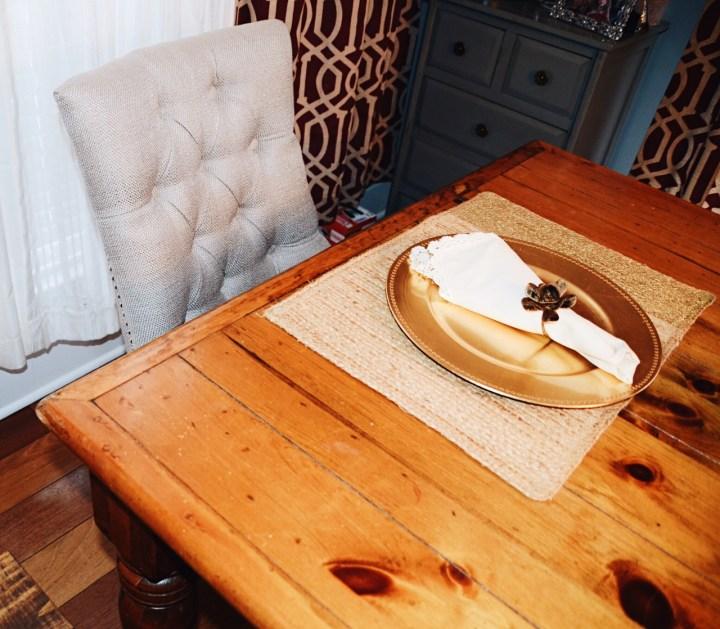 Rustic kitchen. Farmhouse Table.