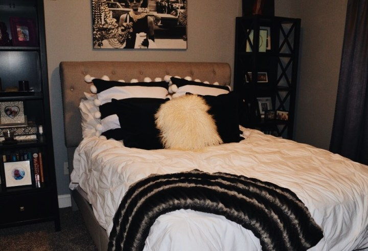 Old hollywood decor; Black and white bedroom. Glamour decor.
