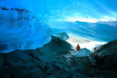 Ледниковые пещеры в Менденхолл, Аляска