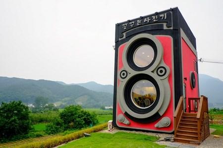 Дом в форме старого фотоаппарата