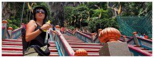 Schody do jaskiń Batu Cave w Malezji