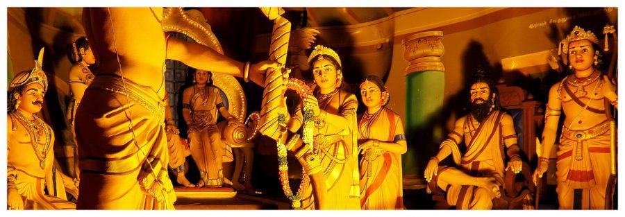 Ramayana Cave w Batu Cave w Malezji jest bardzo kolorowa i pełna postaci z baśni i mitologii hinduskiej