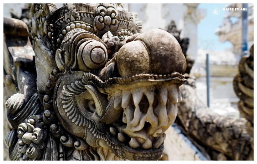 Barong jest smokiem z wierzeń i legend Azji Południowo-Wschodniej, na Bali dotarł z Jawy, gdzie został zaadaptowany z tradycji chińskiej.