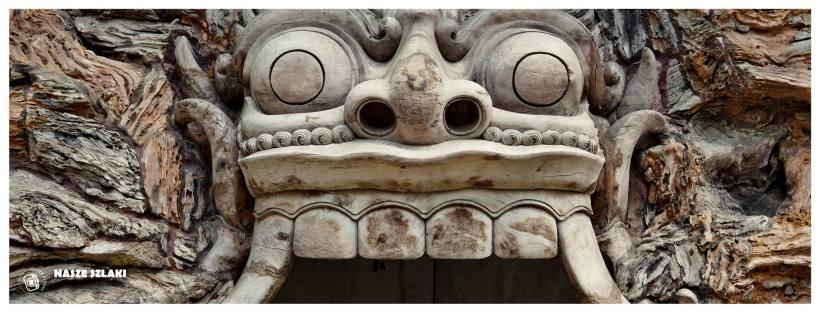 Straszydło na Bali, typowy motyw mający na celu odstraszanie złych duchów i demonów od mieszkań i domów Balijczyków.