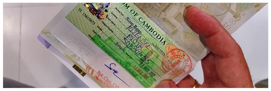 w-podróży-pakowanie-po-azji-azja-wędrówki-turystyka-bagaż-dokumenty-paszport-wiza