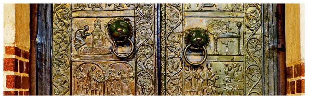 Gniezno-dawna-stolica-atrakcje-co-zobaczyć-wielkopolaska-katedra-drzwi-zwiedzanie-gnieźnieńskie-z-brązu