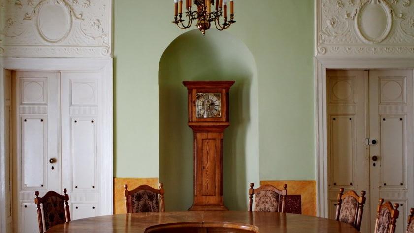 Pałac w Lubostroniu - Wnętrze pałacu - Sala z zegarem