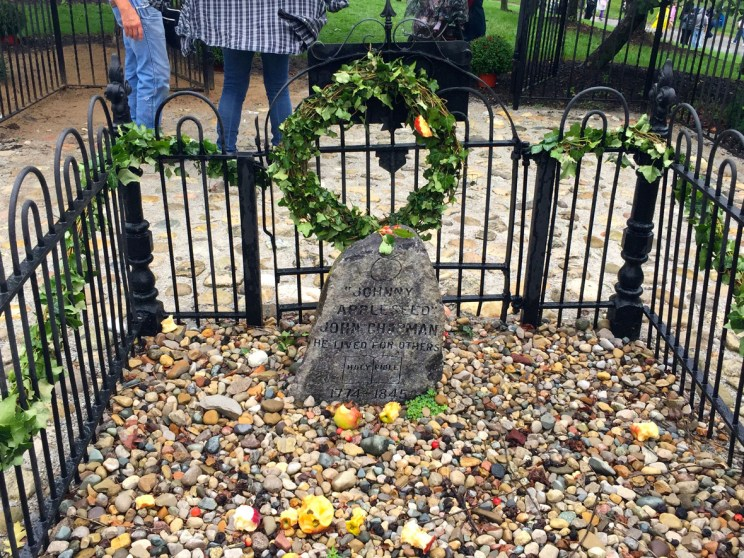 Johnny Appleseed tomb, Mama ía