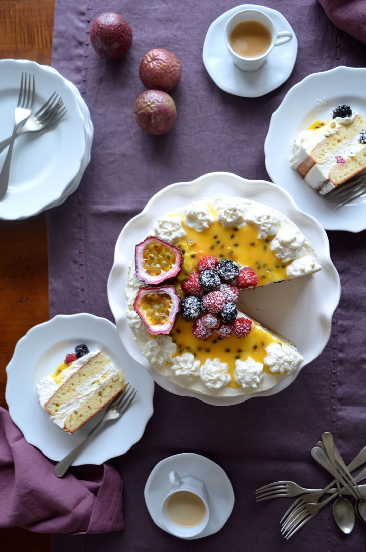 Passionfruit and berry cake with mascarpone icing, Mama ía