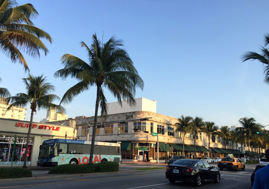 Art Deco Miami, Mama ía