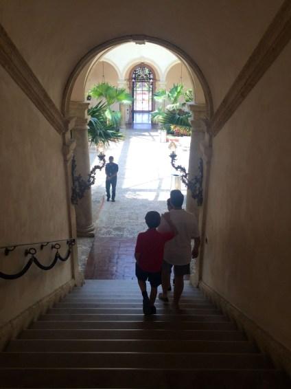 Villa Vizcaya, Mama ía blog
