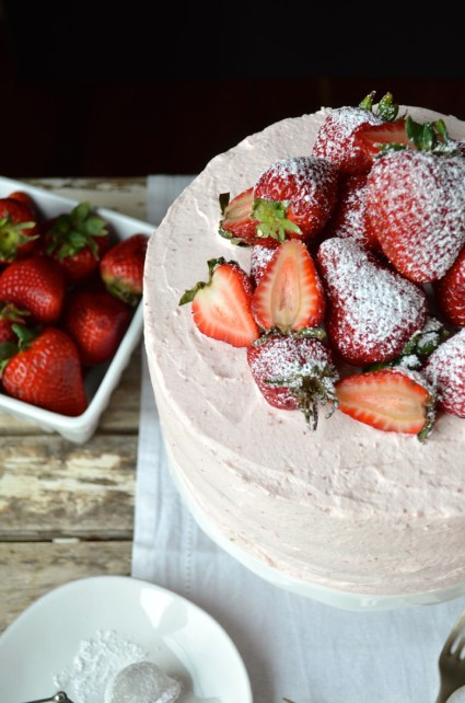 Strawberry sponge cake with strawberry cream frosting, Mama ía blog