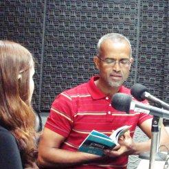 Com a poeta Mariana Basílio, durante a gravação do programa Conversa com o Autor. Rádio MEC, Rio de Janeiro, 25.05.2018.