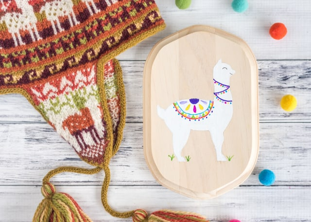 DIY Alpaca Painting on a Wood Plaque (with free traceable alpaca pattern!)