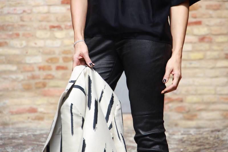 Pantaloni pelle look all black chic giacca