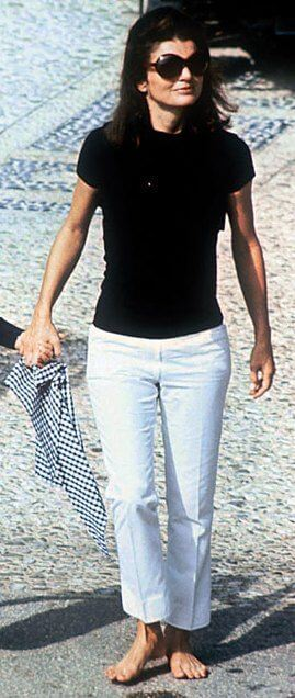 lo stile Jackie O black and white
