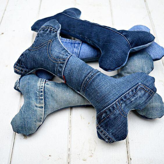 modi curiosi di riciclare i jeans gioco cane
