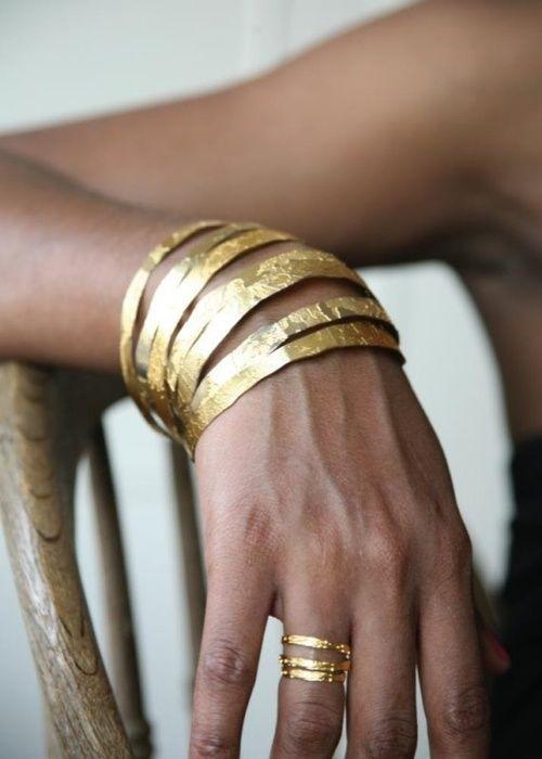 I 7 bijoux che ogni donna dovrebbe avere bracciale oro