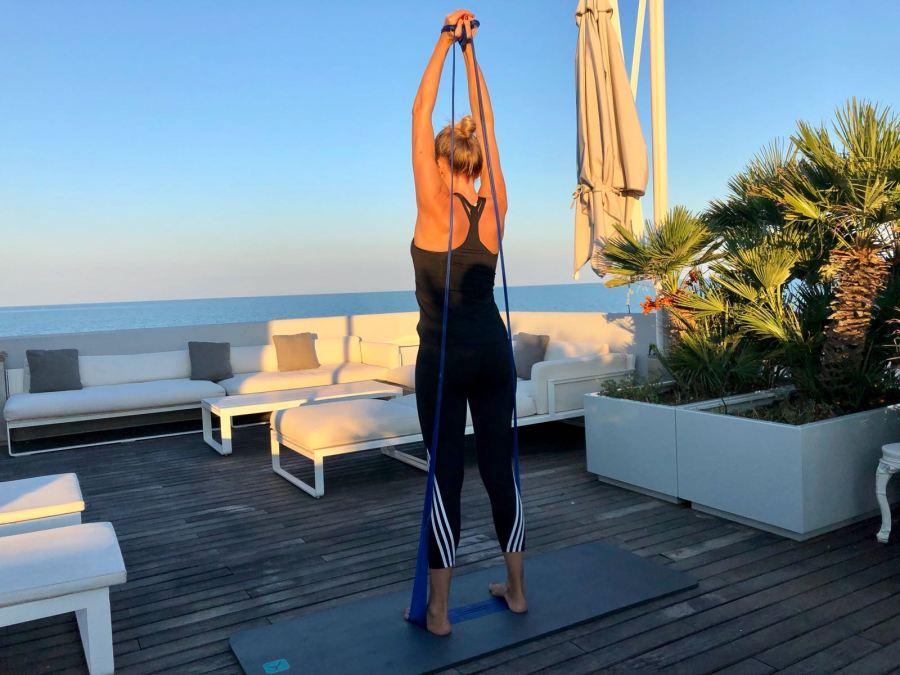 esercizi per una giornata piena di energia Natasha Stefanenko dorsali 2