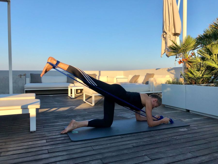 esercizi per una giornata piena di energia Natasha Stefanenko gambe 3