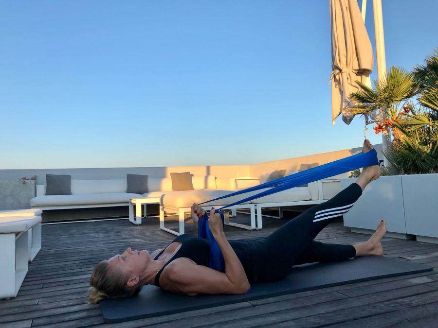 esercizi per una giornata piena di energia Natasha Stefanenko gambe 2