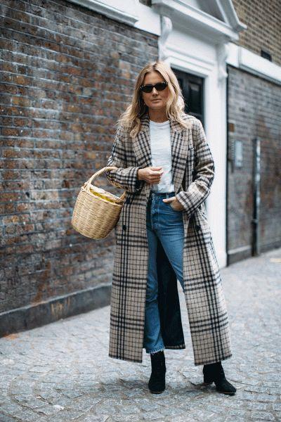 Как носить летние вещи осенью, соломеннная сумка