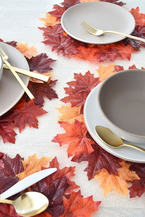 Idee facili per decorare la casa d'autunno https-::www.countryliving.com:diy-crafts:g1899:fall-leaf-crafts: