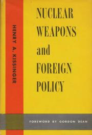 cover of Nuclear Weapons and Foreign Policy by Henry Kissinger