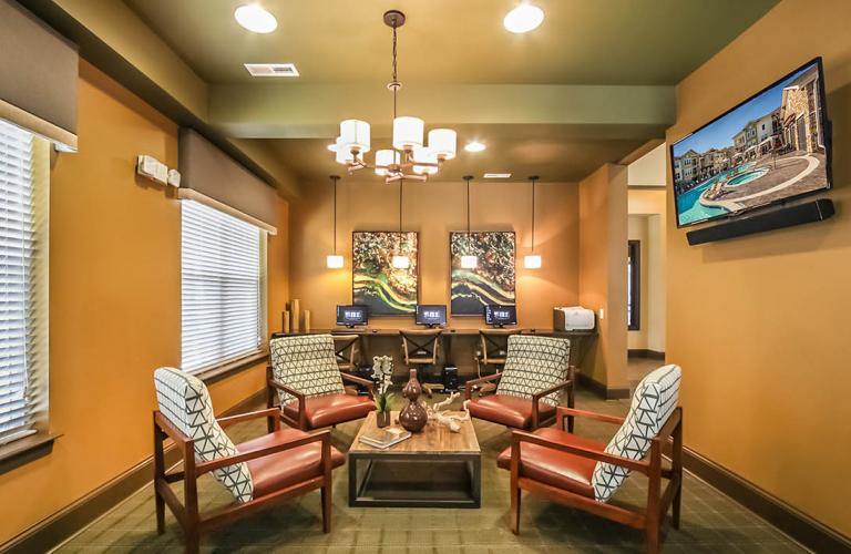 Reveal on Cumberland Furnished Apartments of Fishers