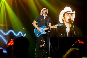 header-bradpaisley-doweventcenter-saginaw_mi-20160311-johnreasoner