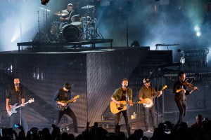 Header-DierksBentley-DTEEnergyMusicTheatre-Clarkston_MI-20160522-JohnReasoner