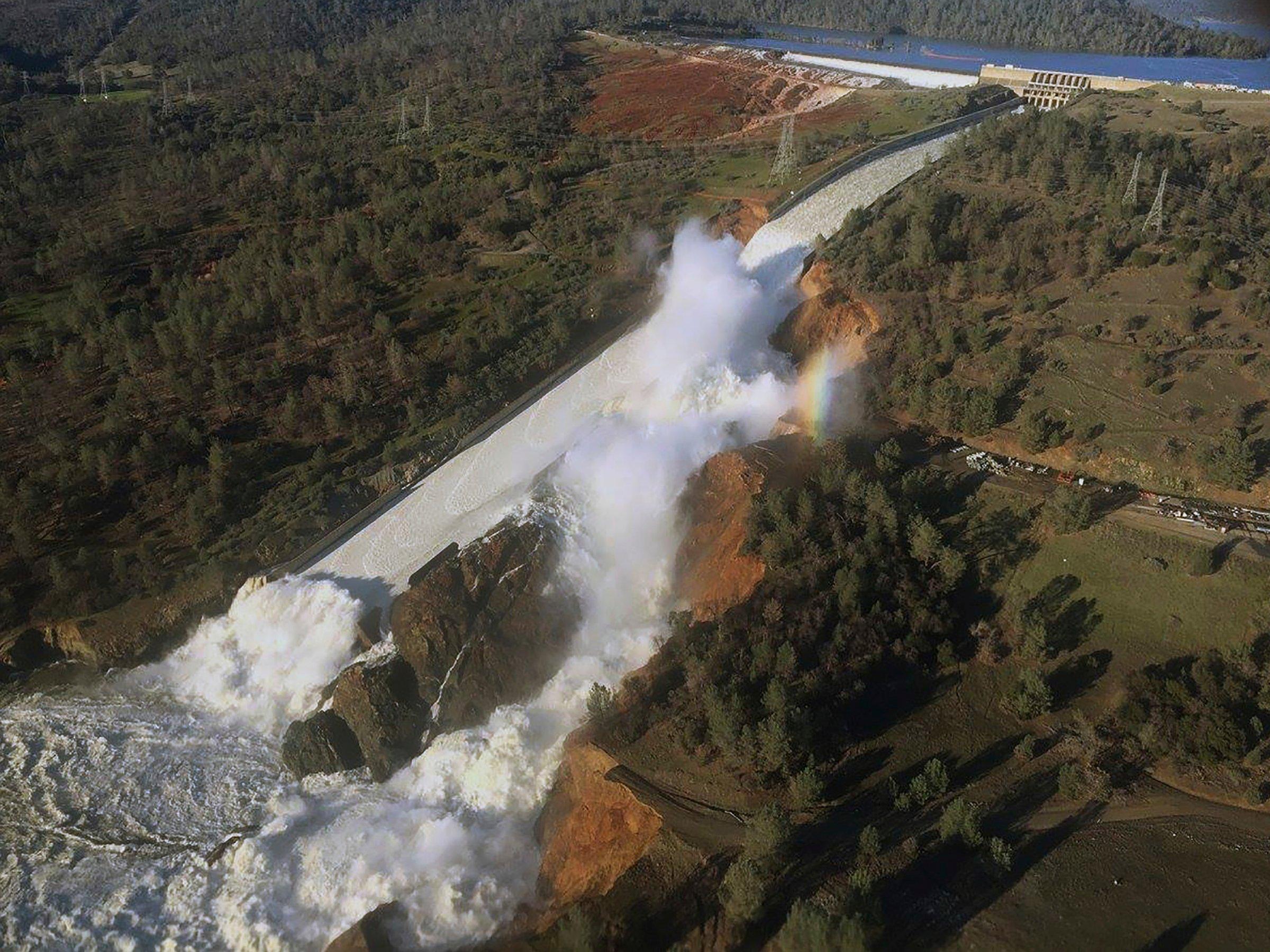 oroville dam main spillway overflow