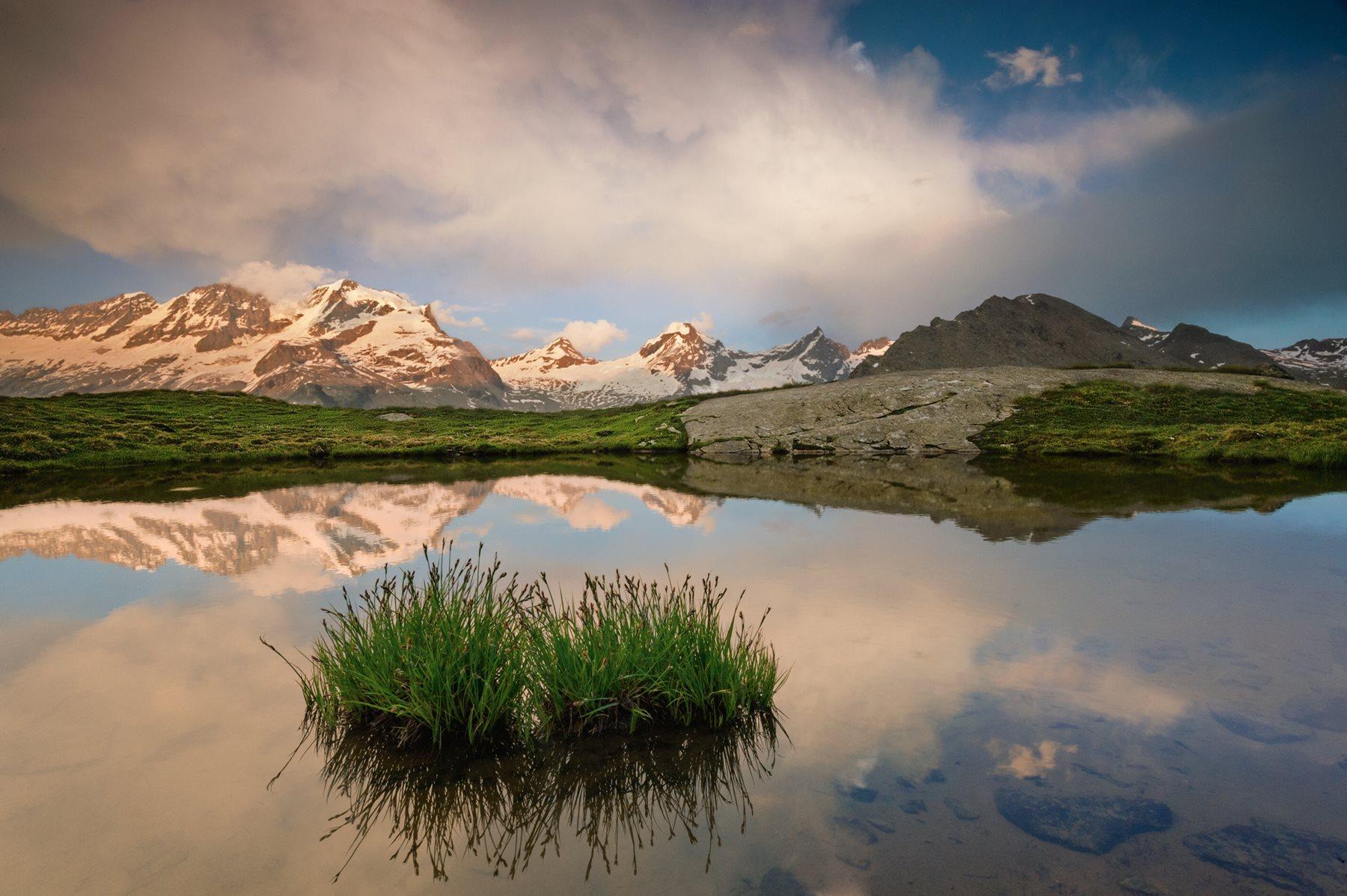 Lago de los Alpes Grayos