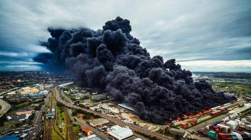 """""""Warehouse Fire"""". """"Warehouse Fire"""" (Fuego de almacén)"""