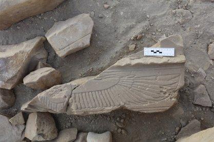 gebelelsilsila8. Fragmento del templo destruido de Amenofis III