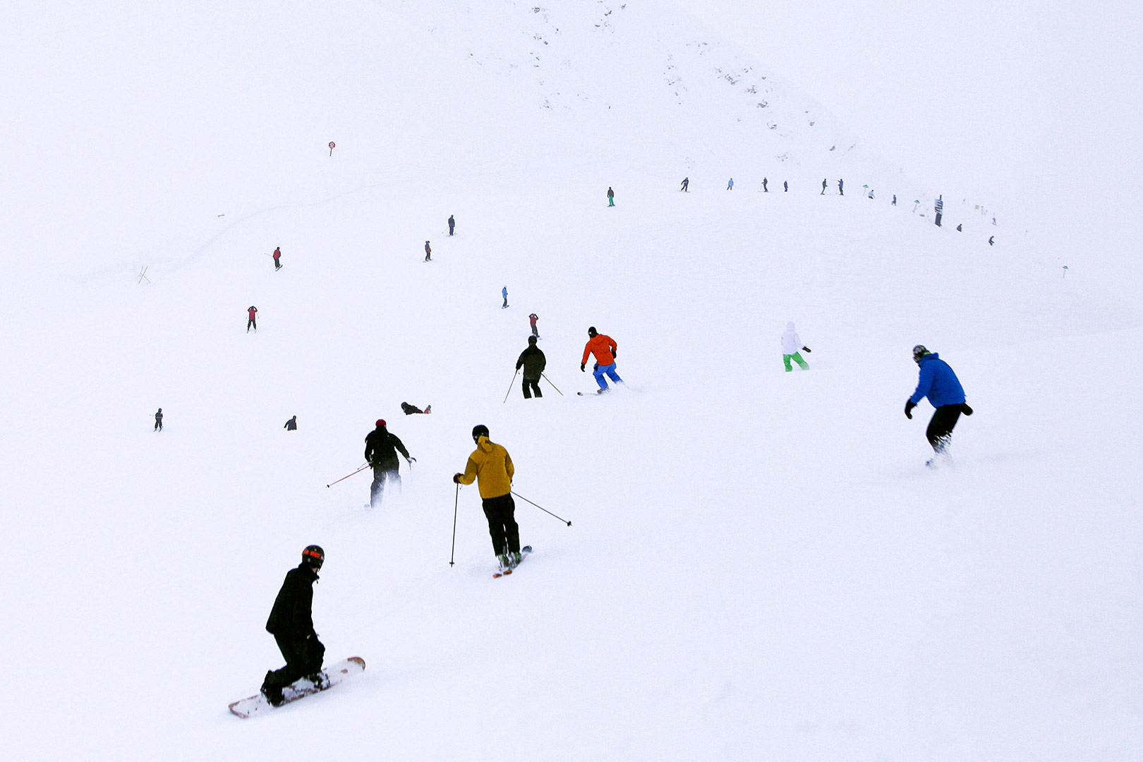 Picture of skiers and snowboarders at Alyeska Resort, Alaska