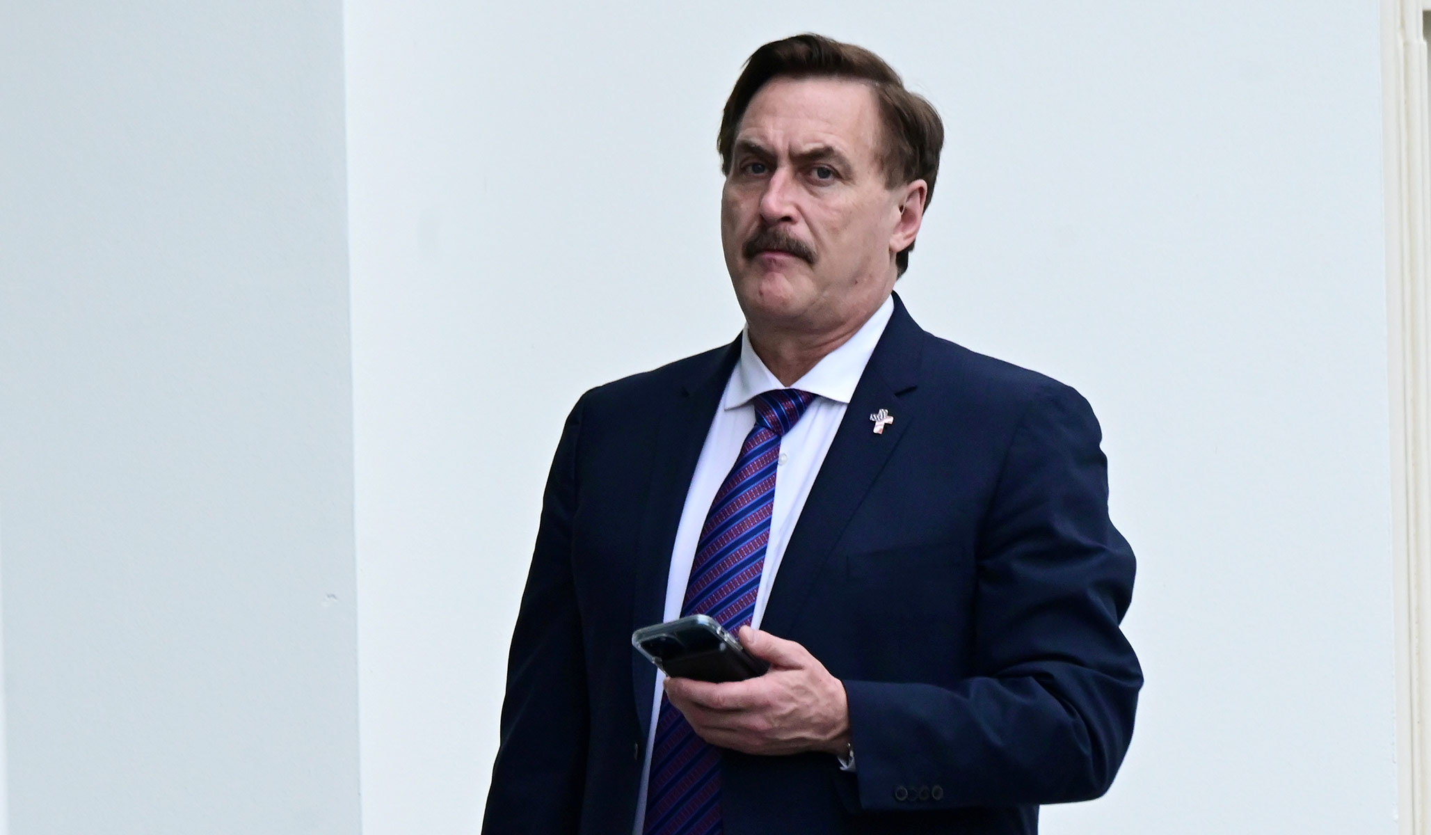Newsmax Cuts Off Mike Lindell's Mic and Anchor Walks Off Set On Air when the MyPillow CEO Started Ranting About