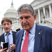 In Private Call with Donors, Manchin Praises Proposal to Weaken Filibuster