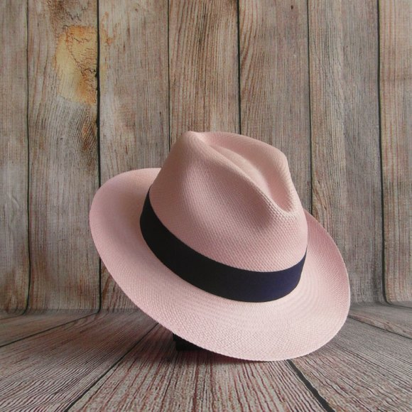 Chapeau Panama de couleur rose
