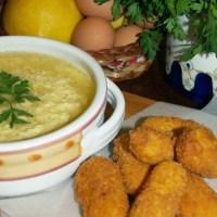 Stracciatella profumata al limone con crocchette di patate