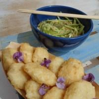 Frittelle di riso e pesce bianco con salsa di cetrioli