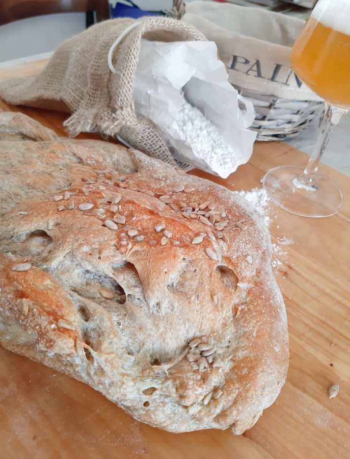 Pane alla birra con Biancola e semi di cumino_tavolo