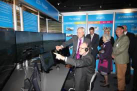The Mayor is shown how it all works on the simulator by NATS GM Engineering, Gary Gibson