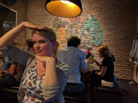 Detalj fra restauranten med posering.