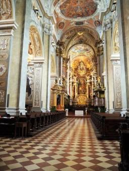 Inni kirken.