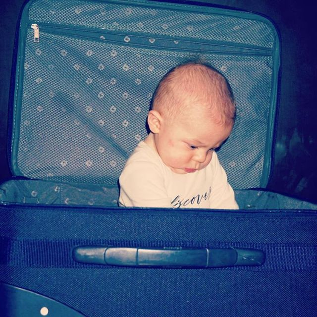 Happy Friday friends! Have you traveled with your baby? Wherehellip