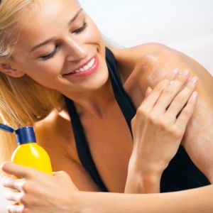 Apply an Effective Sunscreen Lotion
