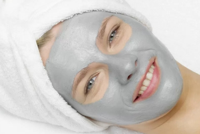Honey, Bentonite Clay And Spinach Face Mask